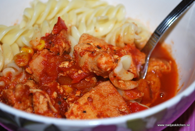 Kyckling i kryddig tomatsås