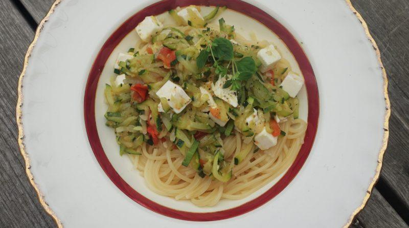 Pasta med zucchini och fetaost
