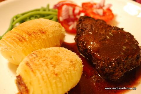 Pepparbiff med rödvinssås och hasselbackspotatis nadjas kitchen