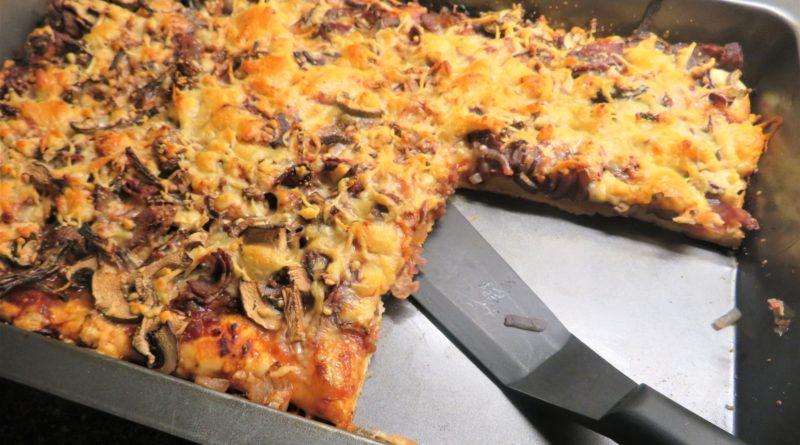 Pizza med sconesbotten