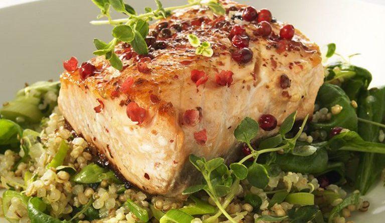 Rosépepparstekt lax med timjan-quinoa