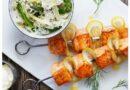 Grillade laxspett med nordiskt ris, grön sparris & dill