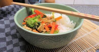 Wokade grönsaker med tofu