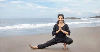 Yogaprofilen Sunaina Rekhi visar Indiskas nya yogakollektion